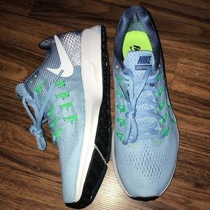 Brand new NIKE air zoom Pegasus 33